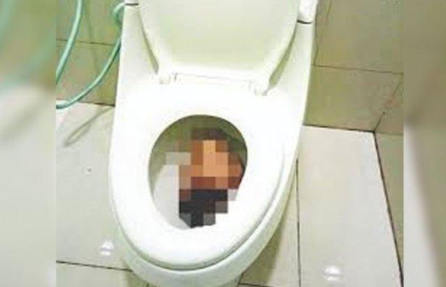 Photo of Siswi SMA Lahirkan Bayi di Toilet, Viral di Dunia Maya