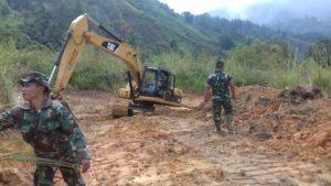 Diguyur Hujan, Pekerjaan Jalan TMMD di Sungai Penuh Berlanjut