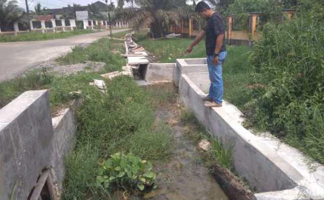 Photo of Pekerjaan Drainase RSUD Ahmad Rifin Muaro Jambi Terkesan Asal-asalan