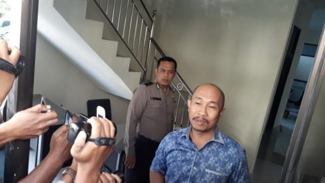 Syahbandar Wakil Ketua DPRD Provinsi Jambi saat tiba di Mapolda Jambi untuk diperiksa penyidik KPK, foto: Metrojambi.com