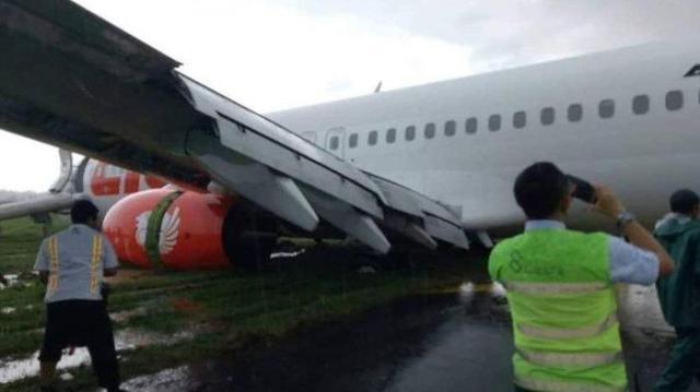 Photo of Tergelincir di Bandara Supadio Pontianak, 180 Orang Penumpang Lion Air Selamat