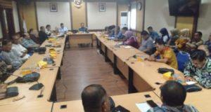 DPRD Sungai Penuh saat membahas LKPj Walikota di kantor Bappeda Provinsi Jambi