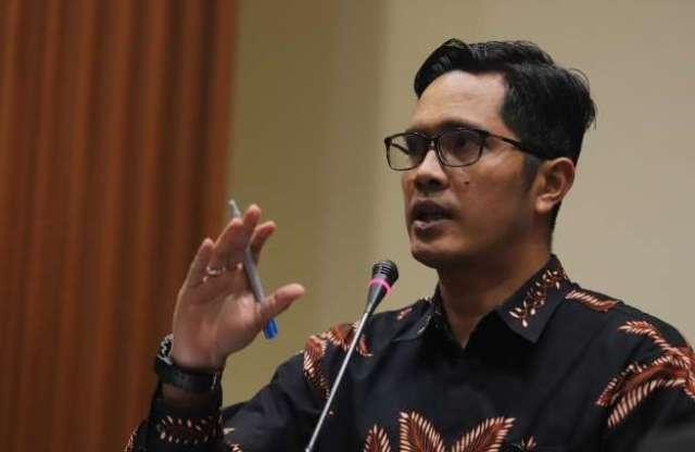 Photo of KPK Temukan Ribuan Amplop Cap Jempol Berisi Rp. 300 Juta, Saat Bongkar Kardus ke 4