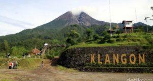 Gunung Merapi Semburkan Asap Panas 900 Meter