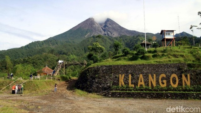 Photo of Gunung Merapi Semburkan Asap Panas 900 Meter