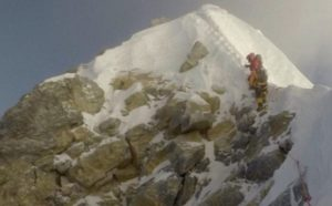 Akibat Perubahan Iklim, Everest Mencair, Jasad Pendaki Bermunculan