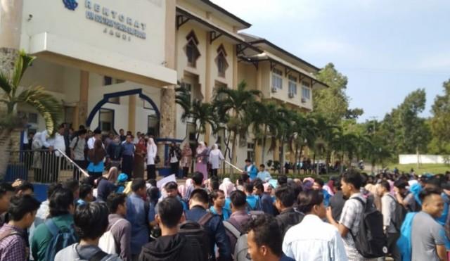 Mahasiswa UIN Jambi Demo