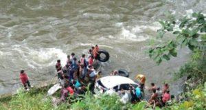 Mobil Guru SMP 1 Sungai Penuh Jatuh ke Sungai Muara Imat Kerinci