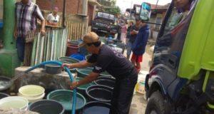 PDAM Tirta Khayangan saat Mendistribusikan Air Bersih ke Warga Kota Sungai Penuh