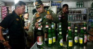 Satpol PP Kota Jambi Amankan Ratusan Botol Miras