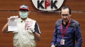 Wakil Ketua KPK Saut Situmorang (kanan)/RM