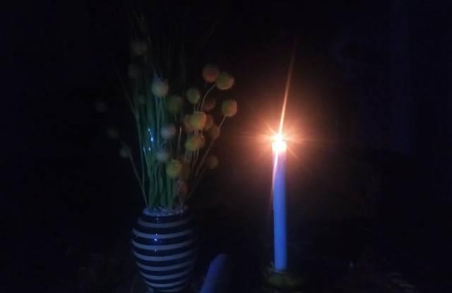 Warga Kerinci dan Sungai Penuh Gunakan Genset dan Lilin