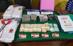 Barang Bukti Uang, Kartu nama, Baju Caleg DPR RI Muradi