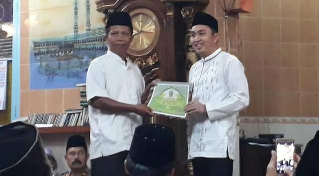 Fikar Azami Ketua DPRD Kota Sungai Penuh saat Safari Ramadhan di Mesjid Taqwa Tanah Kampung