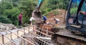 Proyek Jembatan Senilai Rp. 5.1 M Dikerjakan Asal-Asalan, Aduk Semen Pakai Molen dan Ekskavator