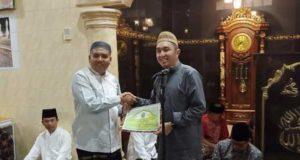 Ketua DPRD Kota Sungai Penuh Serahkan Bantuan Untuk Mesjid