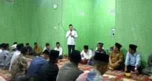 Fikar Azami Ketua DPRD Sungai Penuh Serahkan Bantuan Untuk Musholla di Pesisir Bukit