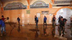 Munasri Sekda Kota Sungai Penuh saat Goro membersihkan Mesjid