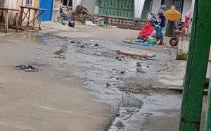 Air Got Mengalir Ke Jalan dan Balai Desa