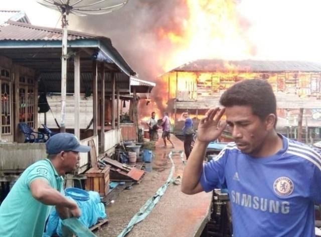 Photo of Api Lalap Belasan Rumah di Nipah Panjang