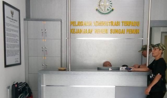 Photo of Ito Mukhtar Direktur PT. Anugerah Bintang Kerinci Diperiksa Penyidik Kejari Sungai Penuh