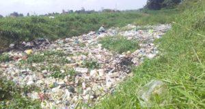 Sampah Plastik di Sungai Air Sempit Kota Sungai Penuh