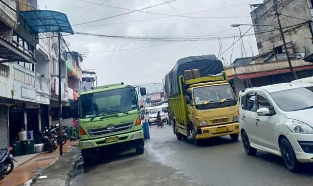 Photo of Bongkar Muat di Kota Sungai Penuh Macetkan Lalu Lintas