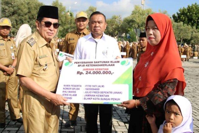 Photo of Wako Serahkan Santunan Klaim BPJS Ketenagakerjaan