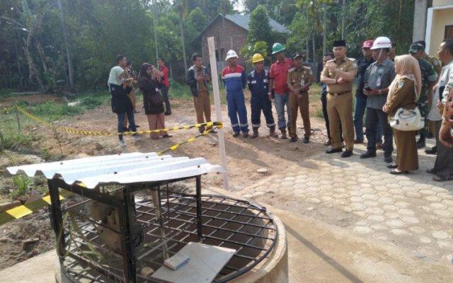 Walikota Jambi Sy Fasha lakukan pemantauan sumur bor berapi milik warga di Kenali Asam Bawah (brito.id)