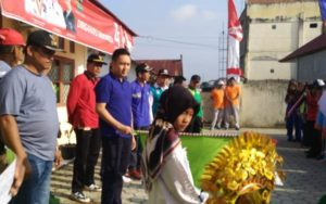 Ketua DPRD Sungai Penuh saat acara Jalan Santai Bersama Warga di Persisir Bukit