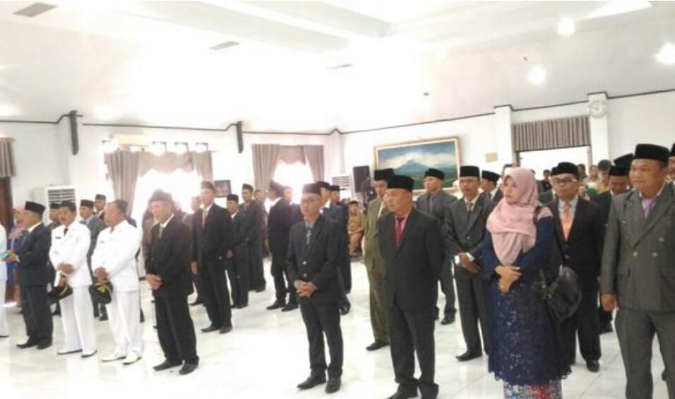 Photo of Hari Ini Adirozal-Ami Teher Rombak Besar-Besaran Kabinetnya?