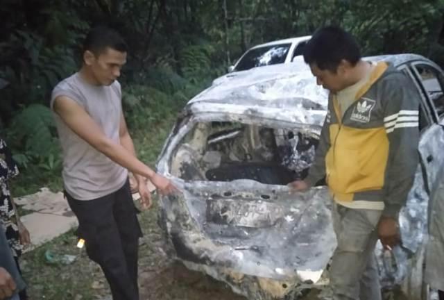 Kecelakaan Mobil Jenis Honda jazz dengan no pol BA 1467 RP masuk jurang dengan ketinggian +- 20 M
