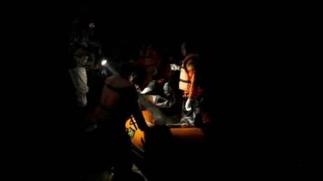 Tim SAR, evakuasi korban hanyut di Tebo. Foto: Sidakpost.id