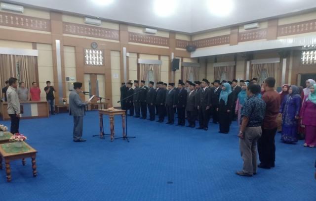 Walikota H. Asafri Jaya Bakri , melantik dan mengambil sumpah 102 pejabat eselon II, III dan IV lingkup Pemerintah Kota Sungai Penuh.