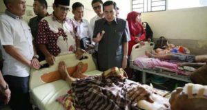 Wako AJB Saat mengunjungi Warga Pendung Semurup Korban Penyerangan Babi Hutan di RSUD MHAT Kerinci (foto/kerincitime.co.id)