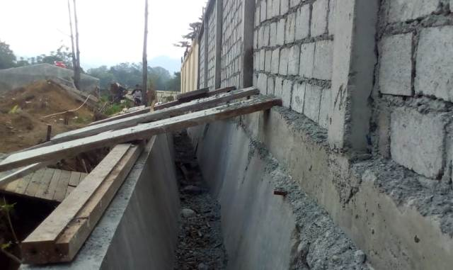 Photo of Proyek Pagar Kantor Dinas Tanaman Pangan dan Holtikultura Kerinci Disorot