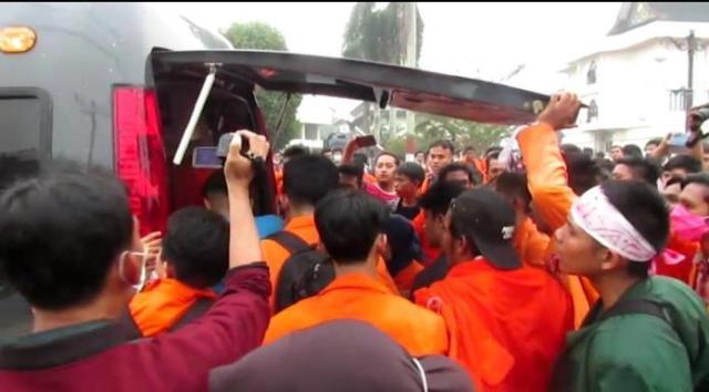 Photo of 16 Mahasiswa Jambi Dirawat Akibat Gas Air Mata