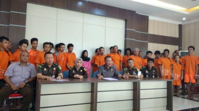 Photo of Selain Istri Muslim, Sebanyak 43 Tersangka Kasus SMB Dilimpahkan
