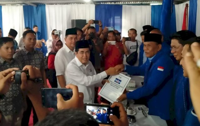 Photo of Kembalikan Formulir ke Demokrat, AJB Didampingi Adik Fasha