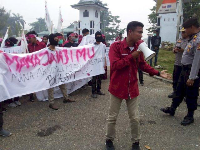 Photo of Aksi GMS di Kantor Bupati Sarolangun