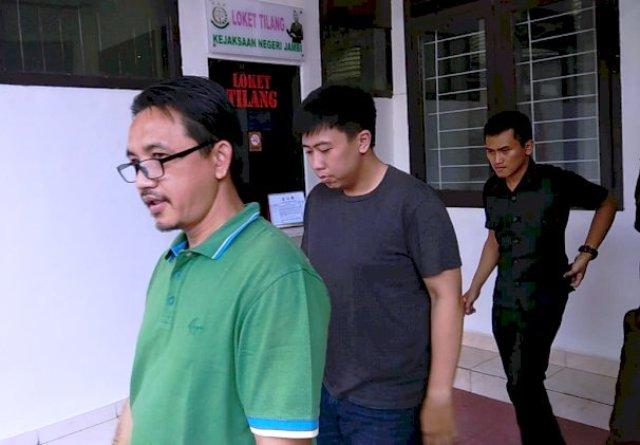 Photo of Andi Wibowo dan Turlana Sirait Tersangka Kasus Penggelepan Pajak Ditahan Kejati Jambi