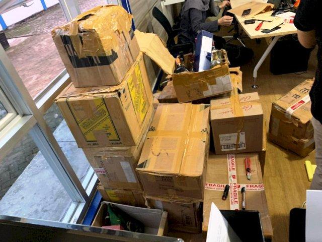 Photo of Bea Cukai Buru Supplier dan Amankan Miras Ilegal Senilai Ratusan Juta