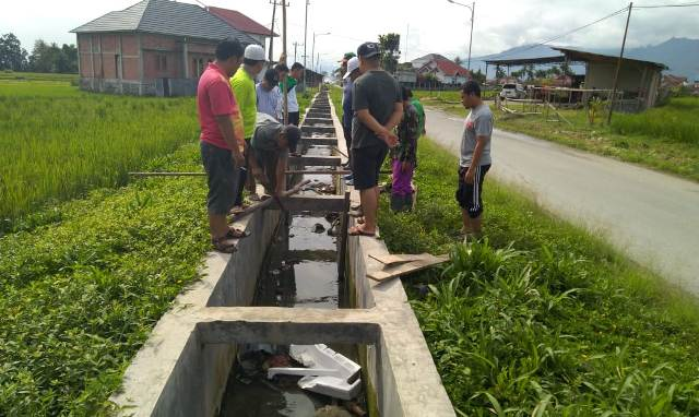 Photo of 5 Tahun Limbah Sampah Dikeluhkan, Warga Lingkungan Pemancar Kecewa