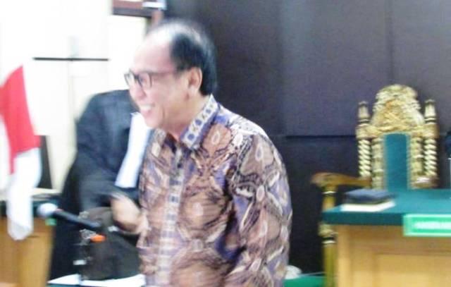 Photo of Asiang Membela Diri di Persidangan Suap RAPBD