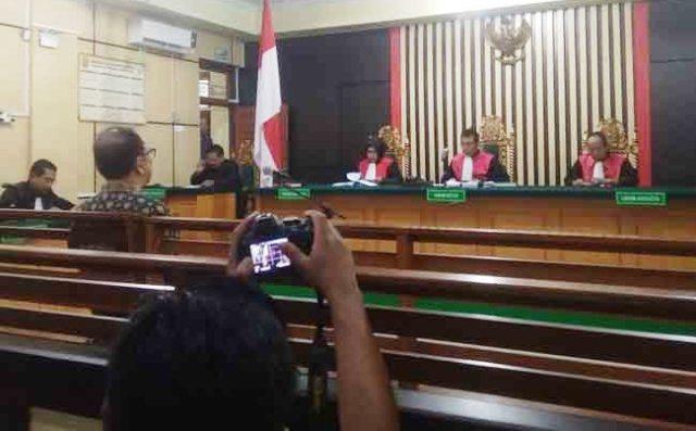 Photo of Terbukti Beri Suap Ketuk Palu, Asiang Divonis 2 Tahun 6 Bulan