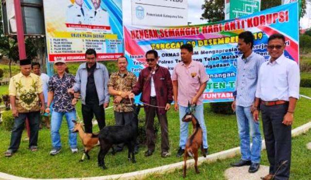 Photo of Aktivis Wartawan Tebo Peringati Hari Anti Korupsi dan Gelar Aksi Sembelih Kambing