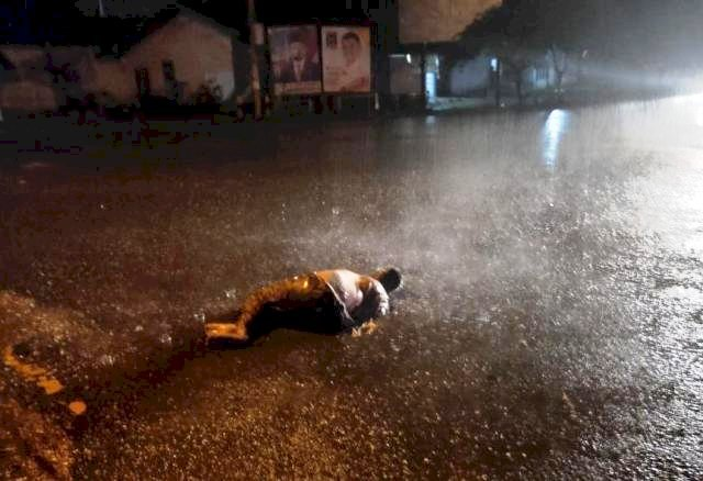 Photo of Dua Orang Pengendara Motor Buang Mayat di Tengah Jalan Sridadi Muara Bulian