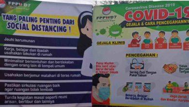 Photo of Meskipun Diguyur Hujan Lebat, FPPWD7 Tetap Pasang Baliho Informasi Pencegahan Covid19