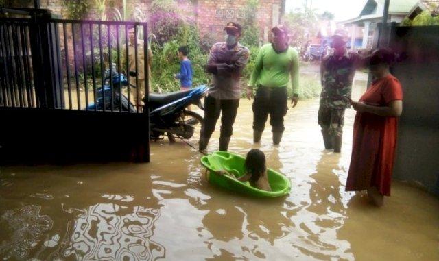 Photo of Warga Perumahan Kembar Lestari Mendalo Kebanjiran