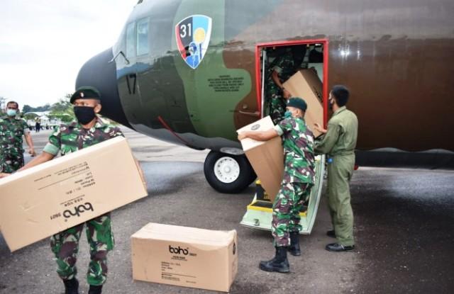 Photo of Bantuan APD Dari Kemenkes RI Mendarat di Jambi dengan Pesawat Hercules TNI-AU